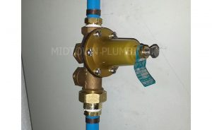Pressure regulator valve installation